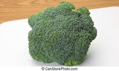 I am boiling a broccoli - This is boiling a broccoli.