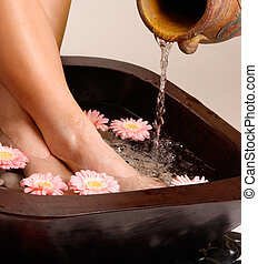 Relaxing pedispa - Feet enjoy a relaxing aromatherapy foot...