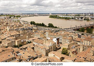 Bordeaux and Garonne river - Old Bordeaux cityscape and...