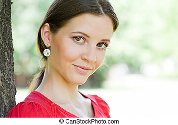 黑發淺黑膚色女子, 人物面部影像逼真, 年輕, 相當