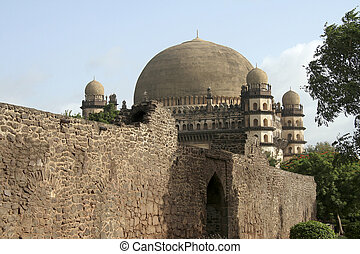 Gol Gumbaz behind Wall - Gol Gumbaz seen behind the walls of...