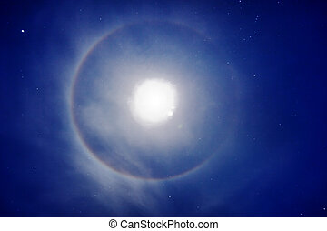 Halo around the moon - photo - The halo around the moon -...