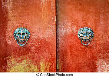 totem on the door of Chinese tradit - This is a old...