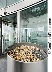 Outdoor street ashtray