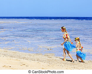 Children playing on beach. - Little girl playing on Hawaii...