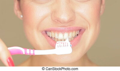 Beautiful woman with toothbrush - Claoseup of the face of a...