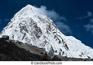 Pumo Ri Peak - Himalaya mountains