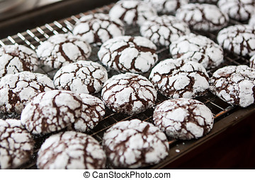 Crackle Chocolate Cookie Cooling - Baking traditional home...