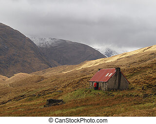 Camban Bothy, Gleann Fionn, Scotland in may. - Refuge from...