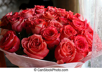Bouquet of red roses - big bouquet with set of red roses