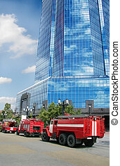 Fine-engine vehicles at office building - Fine-engine...