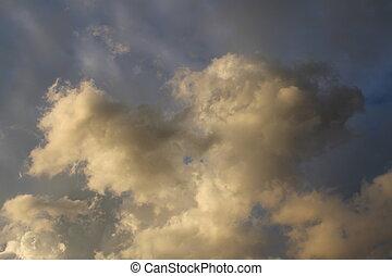 Dreigende wolken tijdens een zomermiddag