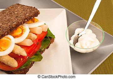 Rye bread sandwich - Pumpernickel style rye bread with a...