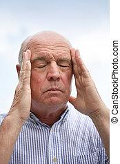 Sênior, homem, sofrimento, cabeça, dor