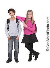 Llevando, escuela, mochilas, dos, niños