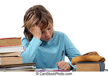 adolescente, Menino, trabalhando, seu, dever casa
