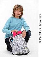 longo, haired, Menino, seu, schoolbag