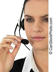mujer, Llevando, teléfono, auriculares