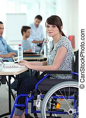 joven, mujer, incapacitado, trabajo