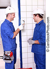 Electricians exchanging views