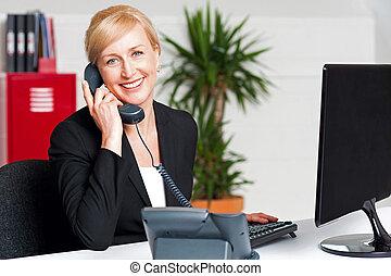 secretária, falando, telefone, cliente