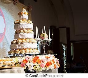 Wedding cake of cupcakes  - Wedding cake of cupcakes