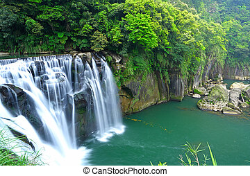 great waterfall in taiwan