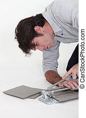 Man using a tile cutter
