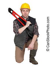 hombre, Arrodillar, bolt-cutter