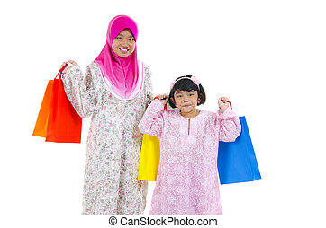 muslim women with shopping bags