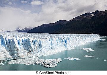 glazier in Patagonia - glacier in perito Moreno in Patagonia