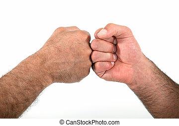 dos, hombres, golpear, puños