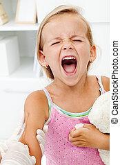poco, niña, obteniendo, afligido, inyección, o, vacuna