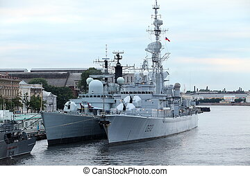 Navy frigate - Russian Navy frigate at anchor in St...