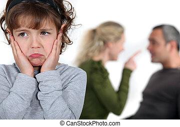 poco, niña, Escuchar, padres, discutir