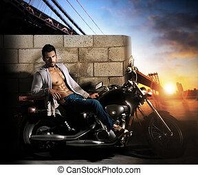 excitado, homem, motocicleta