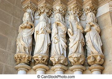 saint statues at evora - detail of the evora cathedral...