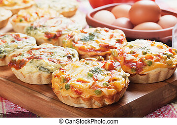 Mini quiche with vegetable - Mini quiche pie with...