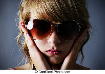 Blond girl with large sunglasses - Portrait of a pretty...