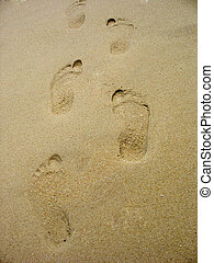 footprints in sand - Footprints in the sand on the beach....