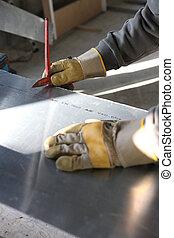 Cutting zinc