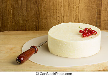 Round of fresh cheese and currants