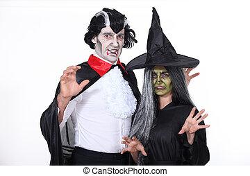 Archivi fotografici di coppia strega vampiro travestito for Piani di caverna di garage uomo