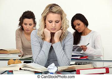cansado, estudantes