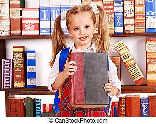 Pila, libro, niño