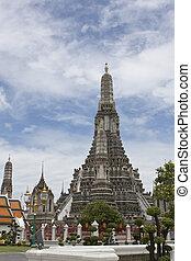 thai pagoda - pha prang wat a-roon in bangkok, thailand