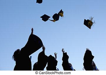 cinco, graduados, lanzamiento, su, sombreros, cielo