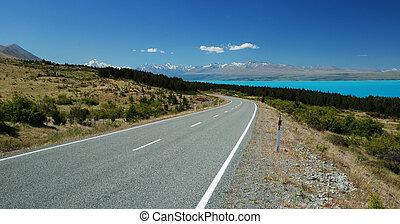 Road besides Pukaki lake