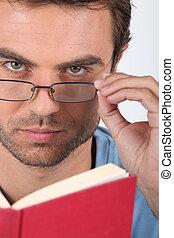 closeup, homem, leitura, livro