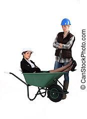 arquiteta, deitando, carrinho de mão, enquanto,...